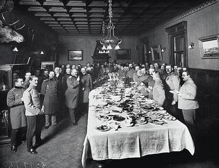Banket u oficirskoj kantini, Petersburg 1913. Nepoznati autor.